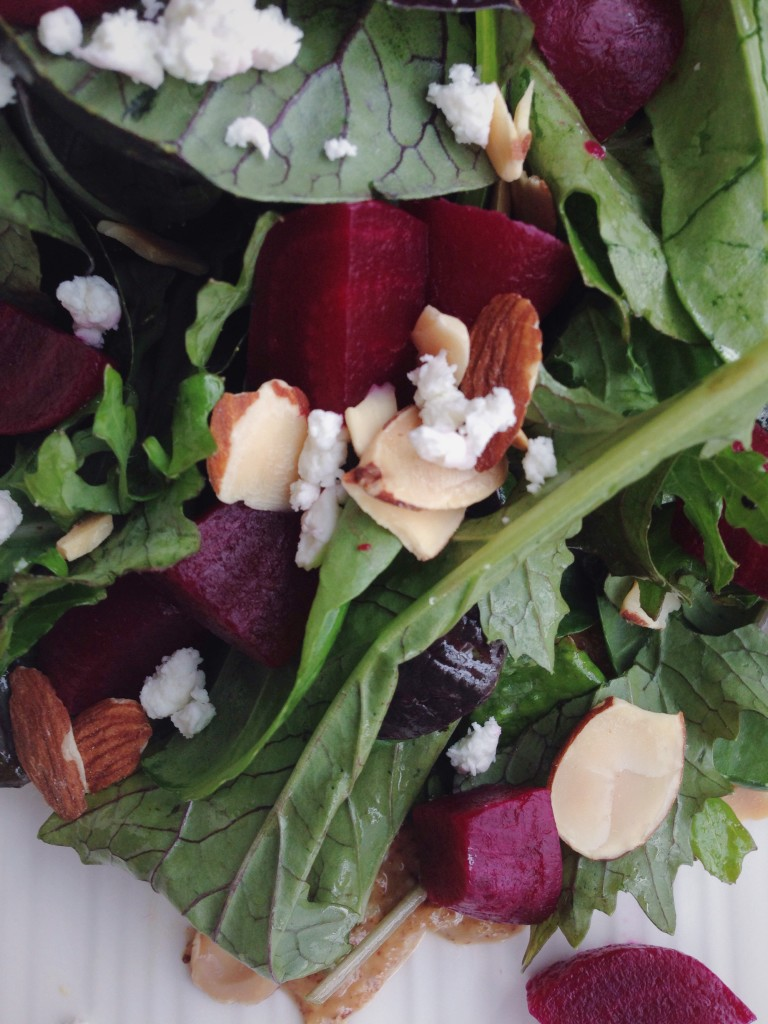 Almond Butter Beet Salad: A satisfying, fresh, and seasonal salad inspired by one of my favorite Pittsburgh restaurants! || fooduzzi.com