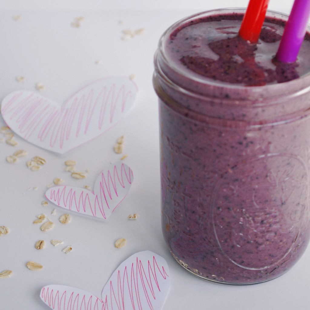 Heart Beet Smoothie: Packed with hearth-healthy ingredients you can share with your valentine! || fooduzzi.com
