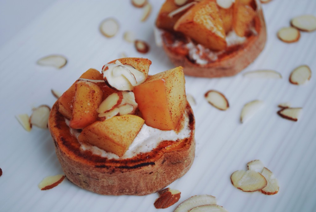 Sweet Potato Bruschetta: This vegan & gluten free bruschetta is full of warming spices and winter veggies! || fooduzzi.com