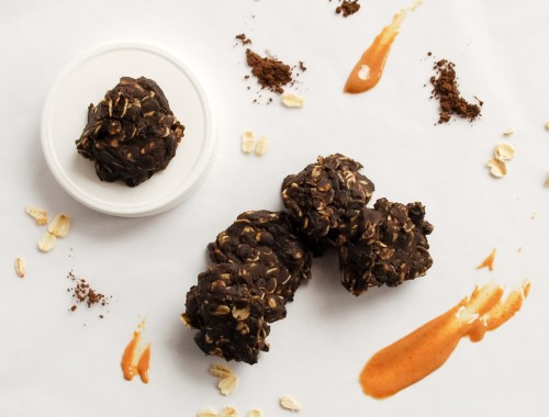 Whole Food No-Bake Cookies: So simple, so peanut buttery, and so addictive! These tasty gluten free and vegan treats take minutes to whip up and only seconds to devour! || fooduzzi.com