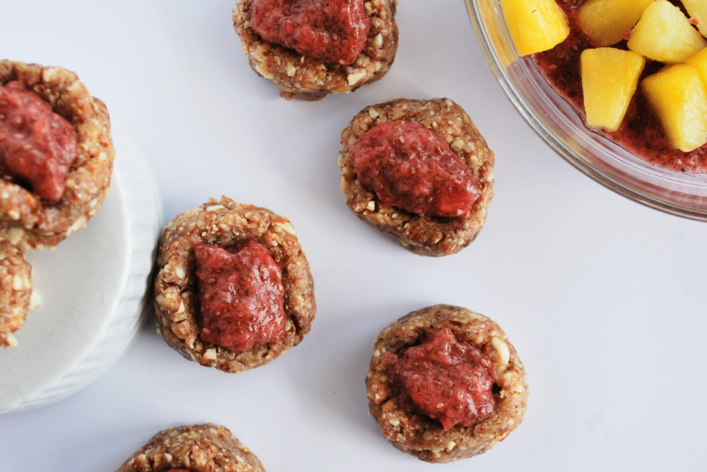 PB&J Thumbprints: These gluten free, vegan, and paleo PB&J Thumbprints are filled with delicious whole foods and topped with a tropical Strawberry & Pineapple Chia Jam! || fooduzzi.com