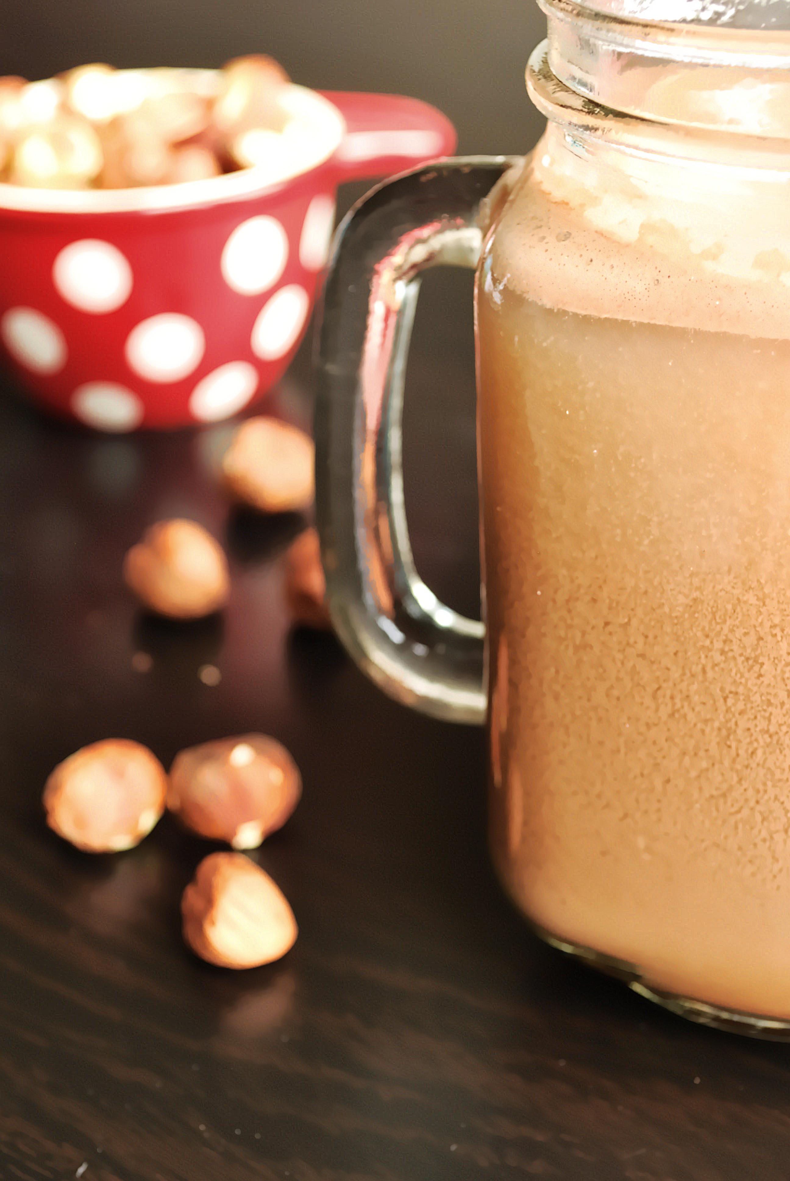 Nutella Milk: An ultra-creamy, five ingredient homemade hazelnut milk ...
