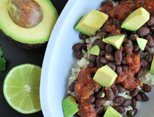 Homemade Burrito Bowls: Gear up for Cinco de Mayo with these vegan and gluten free Homemade Burrito Bowls! They're completely customizable for a perfect DIY bowl! || fooduzzi.com