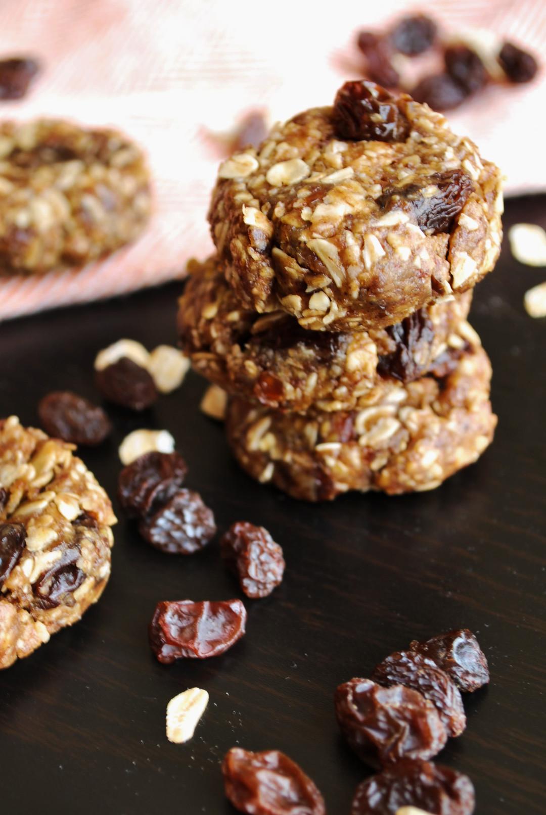 No Bake Granola Bar Cookies || fooduzzi.com