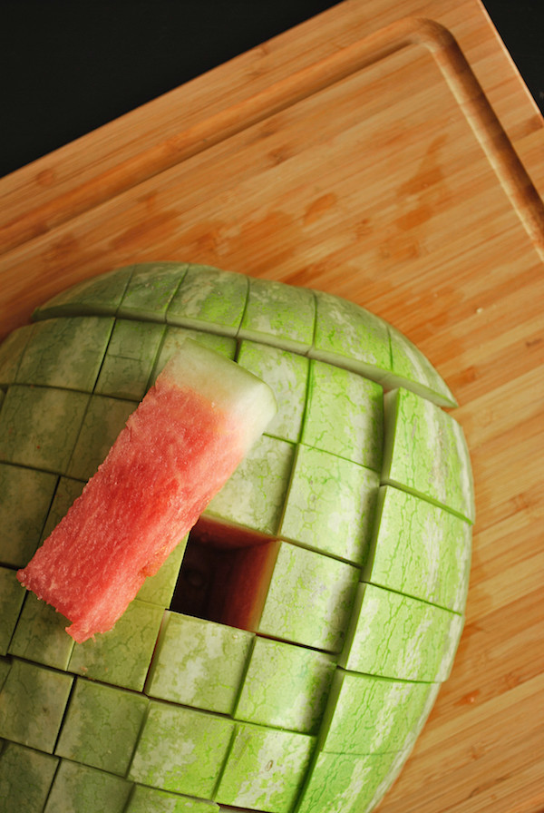 The Easiest Way to Cut a Watermelon || fooduzzi.com recipes