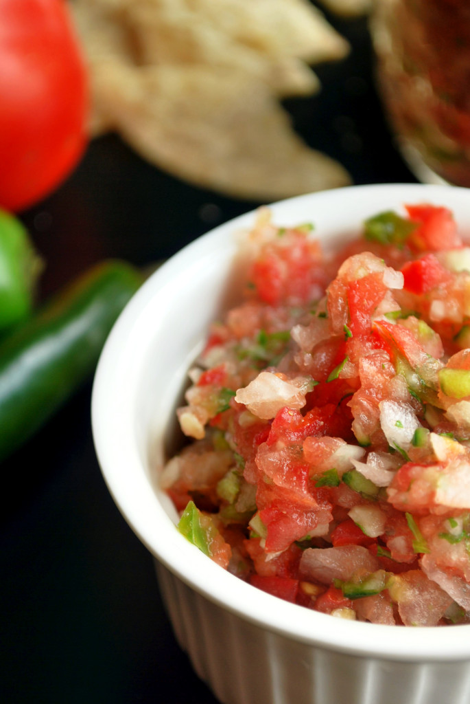 Homemade Hot Salsa || fooduzzi.com recipes