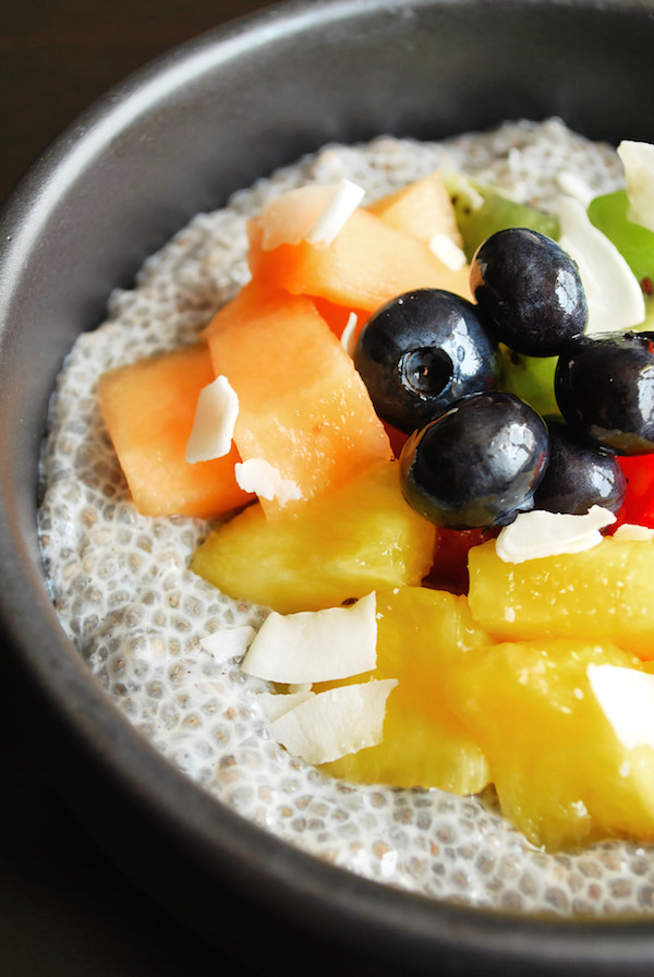End-of-Summer Fruit and Chia Bowl || fooduzzi.com recipes