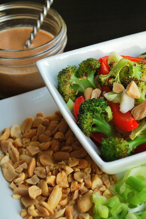 Thai Peanut Burrito Bowls || fooduzzi.com recipes