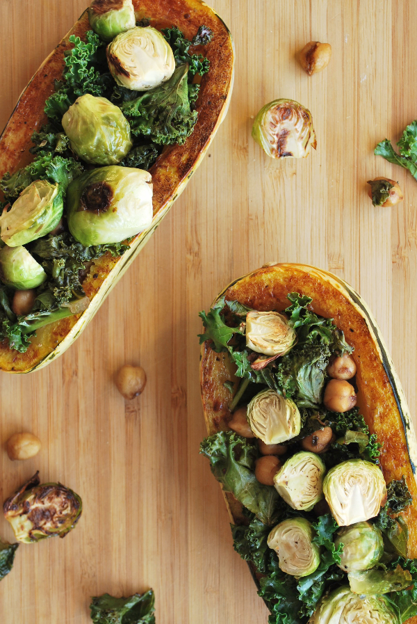 Kale-Stuffed Delicata Squash || fooduzzi.com recipes