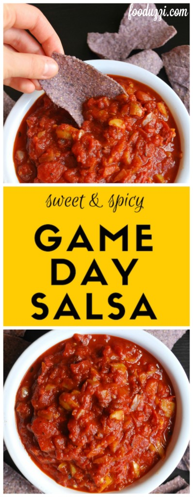 Sweet and Spicy Game Day Salsa: this simple and healthy salsa recipe will be your new favorite game day grub! || fooduzzi.com recipes
