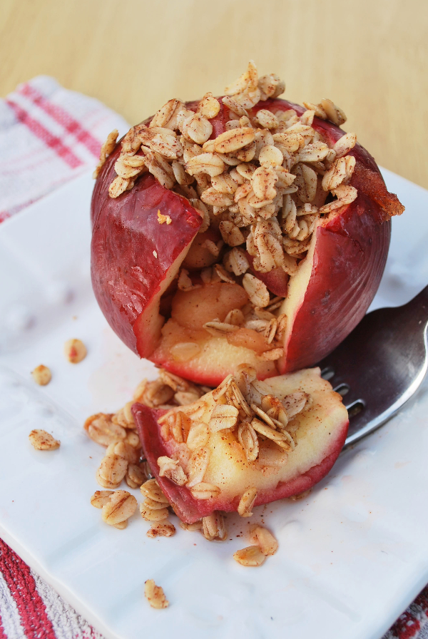 Apple Pie Stuffed Apples || fooduzzi.com recipes