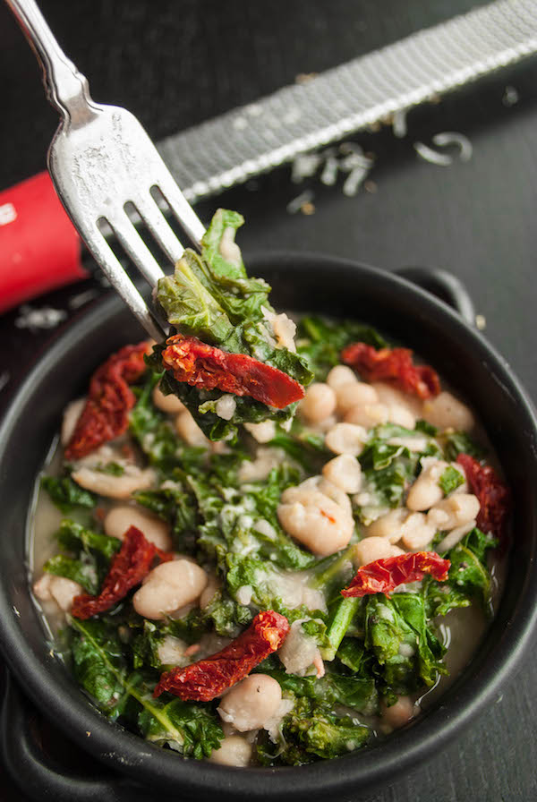 Easy Beans and Greens: A fast, simple, healthy, and delicious gluten free and vegetarian meal that's perfect for a festive Christmas dinner! Vegan option included! || fooduzzi.com recipes