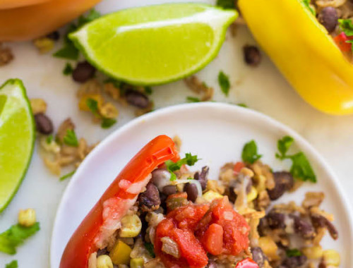 Vegetarian Mexican Stuffed Peppers: A quick and easy 30-minute meal that's gluten free, vegan, and delicious! || fooduzzi.com recipes