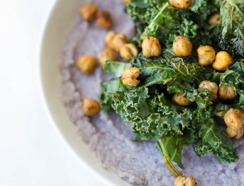 Easy Mashed Cauliflower with Kale and Chickpeas: A delicious 30-minute meal that's gluten free, vegan, and healthy! Creamy mashed cauliflower is topped with garlicky balsamic kale and roasted chickpeas! || fooduzzi.com recipes