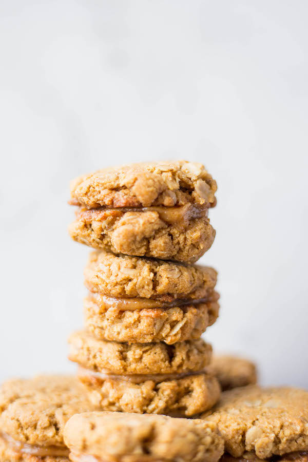 Gluten Free Vegan Do-Si-Dos: a healthy copycat of your favorite Girl Scout peanut butter sandwich cookie that's perfect for dessert or for a snack! And the dough is ridiculously addictive! || fooduzzi.com recipe