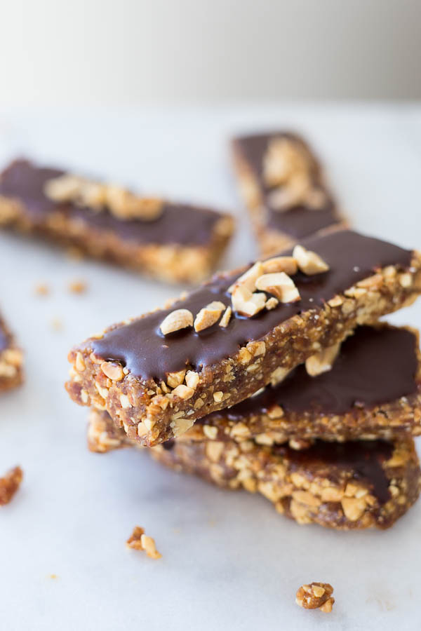 No-Bake Peanut Butter Cup Snack Bars: An addictive 5-ingredient snack ...