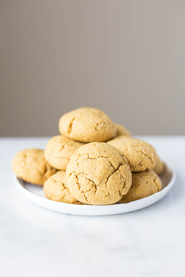 Peanut Butter Stuffed Cookies with Fudge Sauce - Fooduzzi