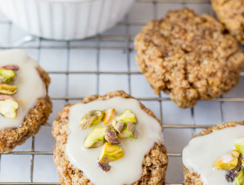 Chewy Lemon Cookies with Coconut Icing and Pistachios: a healthy, gluten free, and vegan cookie that's incredibly chewy and full of fresh flavors! This recipe is refined sugar-free! || fooduzzi.com recipe