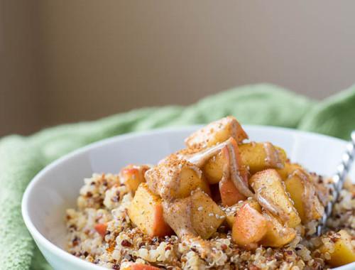 Caramelized Peach Quinoa Breakfast Bowl: filled with fresh fruit and cinnamony quinoa, it's the perfect vegan & gluten free summer breakfast!    fooduzzi.com recipe