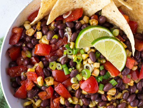 Vegan Black Bean Ceviche: A fresh, flavorful, gluten free, and plant-based ceviche that takes only 15 minutes to prepare! Serve it with tacos, with tortilla chips, or in lettuce wraps! || fooduzzi.com recipe