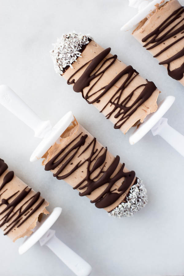 Mocha Coconut Frappuccino Popsicles: the perfect five ingredient sweet treat for a healthy summer! Best part? They're naturally gluten free, vegan, and refined sugar-free! || fooduzzi.com recipe