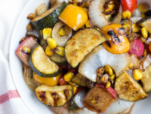 Balsamic Grilled Vegetables: a quick and easy way to enjoy summer veggies as a main or side! The marinade requires only 5 ingredients, and it's gluten free & vegan!    fooduzzi.com recipe