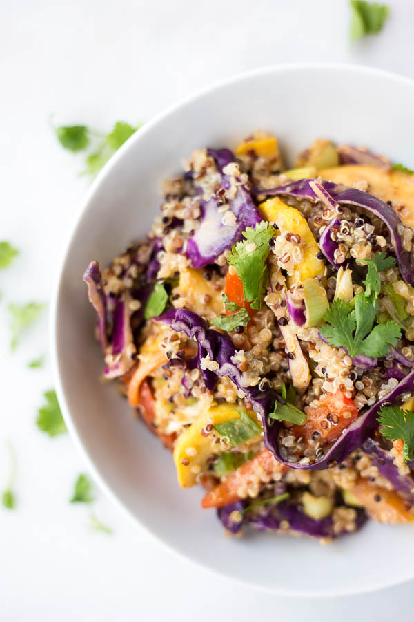 Thai Peanut Quinoa Rainbow Salad: packed with vegetables and topped with an addictive peanut sauce! Naturally gluten free, vegetarian, & vegan!    fooduzzi.com recipe