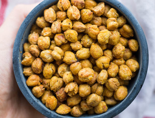 Cheez-it Roasted Chickpeas: a healthy, homemade snack that's vegan, gluten free, and packed with protein! Requires only 6 ingredients!    fooduzzi.com recipe