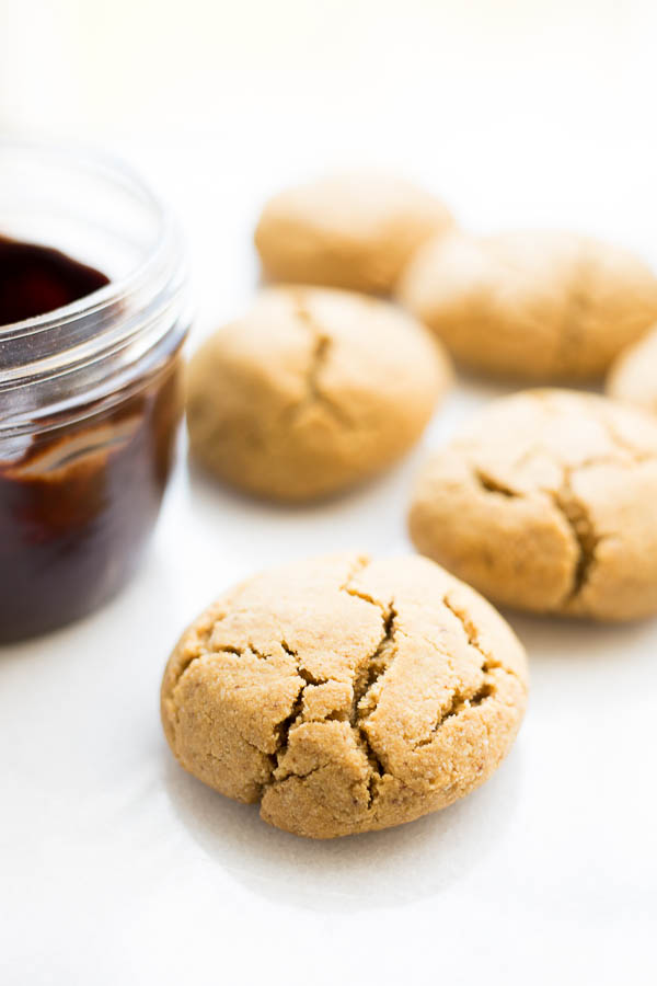 Espresso Cookies with Chocolate Frosting - Fooduzzi