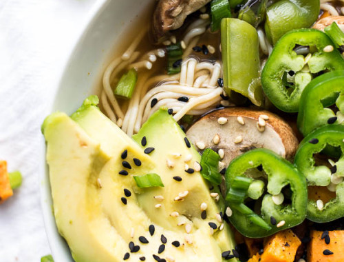 Easy Vegan Ramen: An homemade ramen that's full of vegetables, texture, & flavors. It's naturally gluten free, refined sugar-free, & dairy free. Perfect for fall or winter! || fooduzzi.com recipe