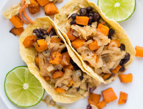 Fall Butternut Squash Tacos: These gluten free and vegan tacos are filled with ingredients like roasted squash, seasoned black beans, hummus slaw, and caramelized onions! An easy and healthy way to enjoy tacos this season! || fooduzzi.com recipe