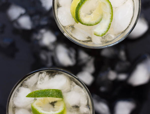Upside-Down Tequila Slammer with a Twist: a refreshing 3-ingredient cocktail that's perfect for the Gilmore girls premier! Naturally gluten free and easily made vegan. || fooduzzi.com recipe
