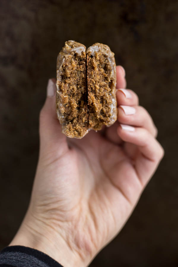 Vegan Glazed Molasses Oatmeal Cookies: Soft and chewy oatmeal molasses cookies are made gluten free and vegan! Ready in less than 30 minutes, so they're the perfect healthy holiday cookie! || fooduzzi.com recipe