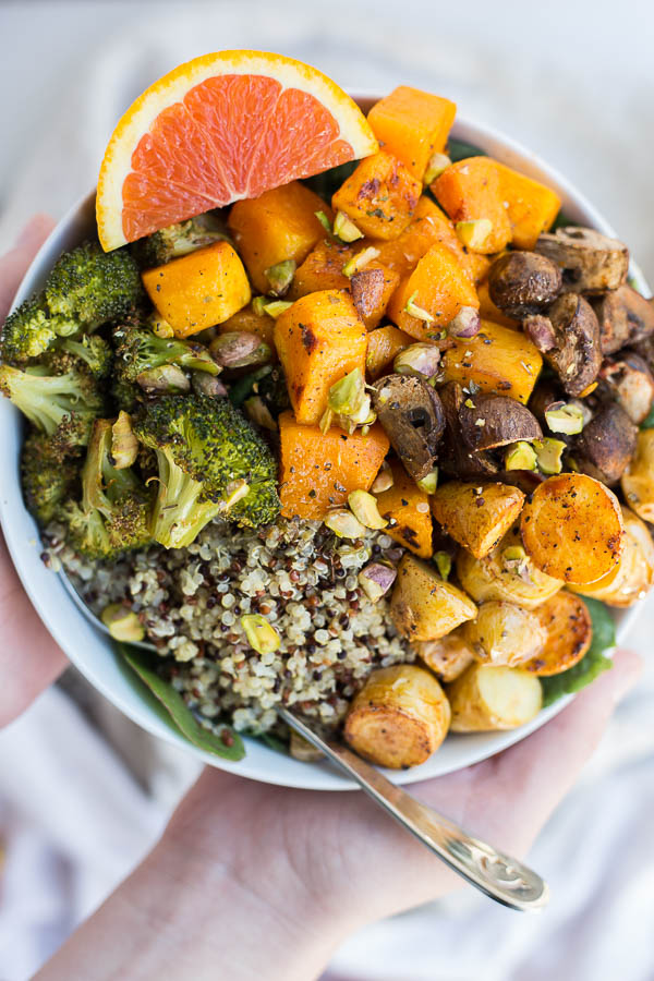 Roasted Veggie Grain Bowls with Citrus Dressing: an easy and healthy lunch or dinner! Great for batch-cooking and meal plans, and it's a naturally vegan and gluten free meal! || fooduzzi.com recipe