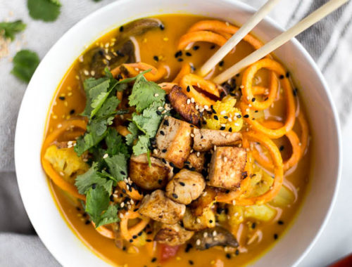 Cauliflower Curry with Sweet Potato Noodles: The most comforting dinner ever! Full of warming flavors and fresh vegetables, this vegan & gluten free curry will keep you feeling awesome. || fooduzzi.com recipe