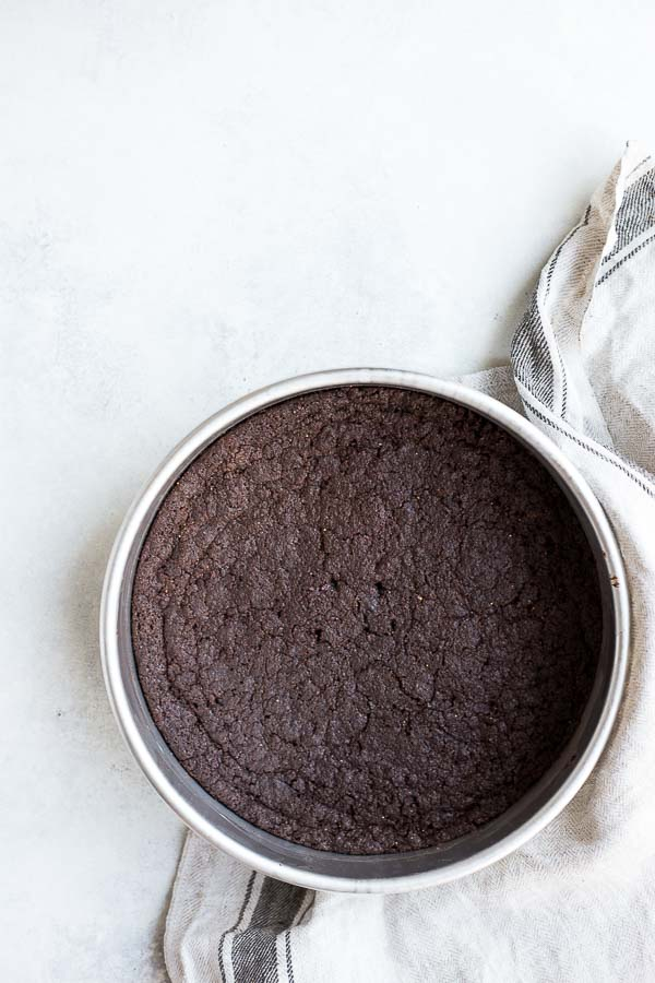 Vegan Dark Chocolate Brownies: seriously chewy and rich brownies! They're made with melted chocolate, coconut oil, and gluten free flour! || fooduzzi.com recipe
