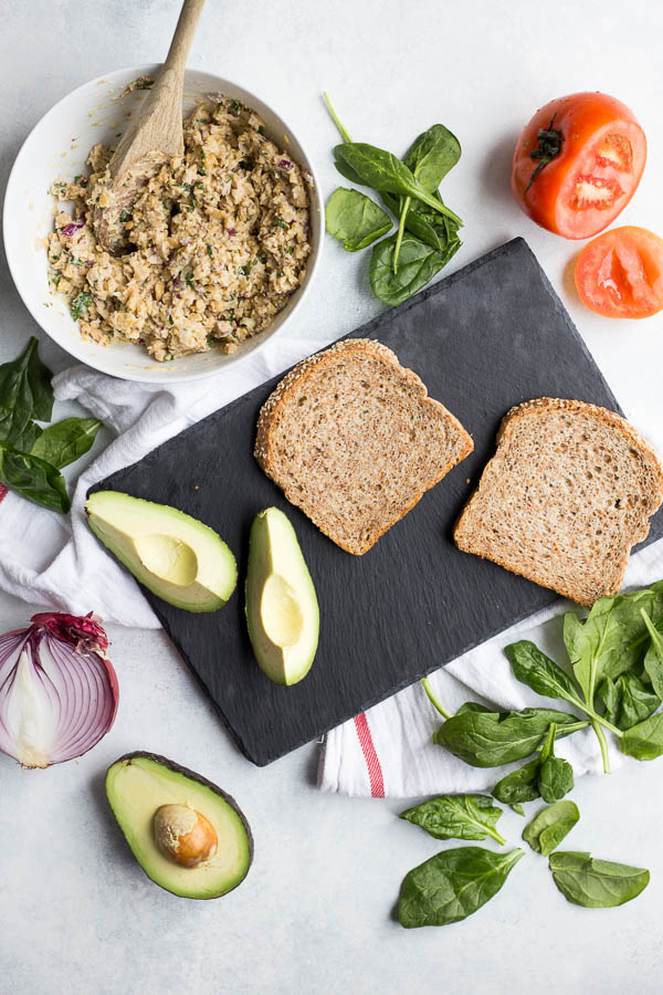 Chickpea Salad Sandwich: The easiest vegan and gluten free sandwich ever! Mayo and meat free, these sandwiches are a fantastic healthy lunch option! || fooduzzi.com recipe