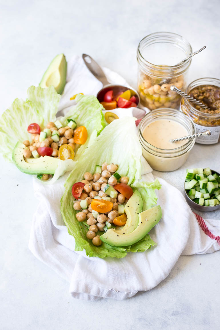 Vegan Greek Chickpea Lettuce Wraps: seriously fresh and flavorful! This 20 minute meal is totally healthy and perfect for spring and summer!    fooduzzi.com recipe